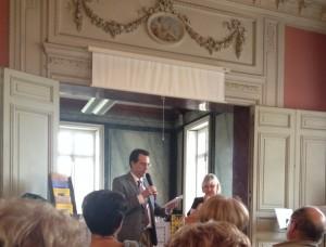 Lecture à deux voix avec Marie-Pierre Verjat lors de la remise du Prix Stephen Liégeard pour La Lune Chryséléphantine (2e prix), au château de Brochon, septembre 2015