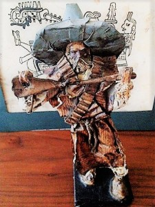 ¡Viva la Revolución! Cette figurine en papier mâché, achetée sur un marché mexicain, a plus de trente ans.